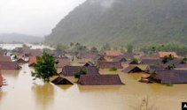 Hỗ trợ mỗi tỉnh miền Trung gặp lũ 100 tỷ đồng và 1.000 tấn gạo