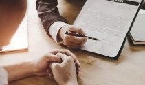Xử lý nghiêm ngân hàng ép khách cần vay vốn mua bảo hiểm