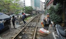 Hà Nội chỉ đạo xử lý dứt điểm lối đi tự mở qua đường sắt