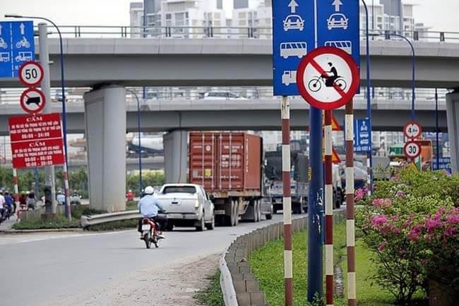 Điều khiển xe đi vào đường cấm phạt bao nhiêu tiền?