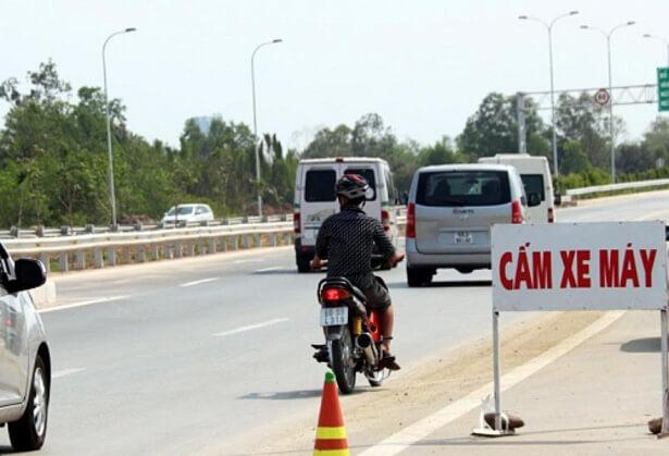 Đi xe máy vào đường cấm phạt bao nhiêu tiền?