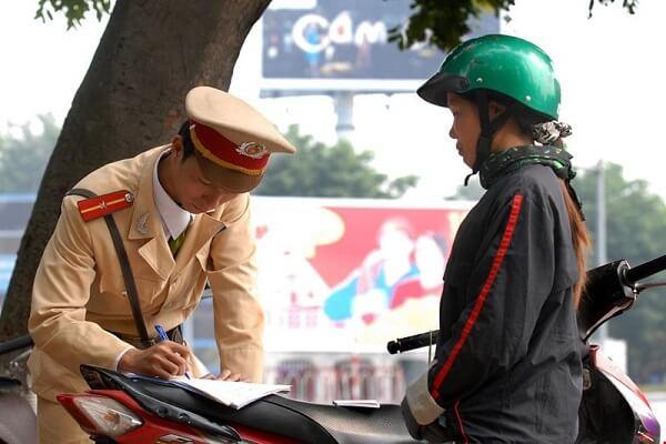 Xe máy đi vào đường cấm phạt bao nhiêu tiền?