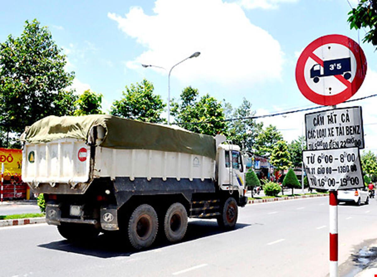 Xe tải đi vào giờ cấm phạt bao nhiêu tiền