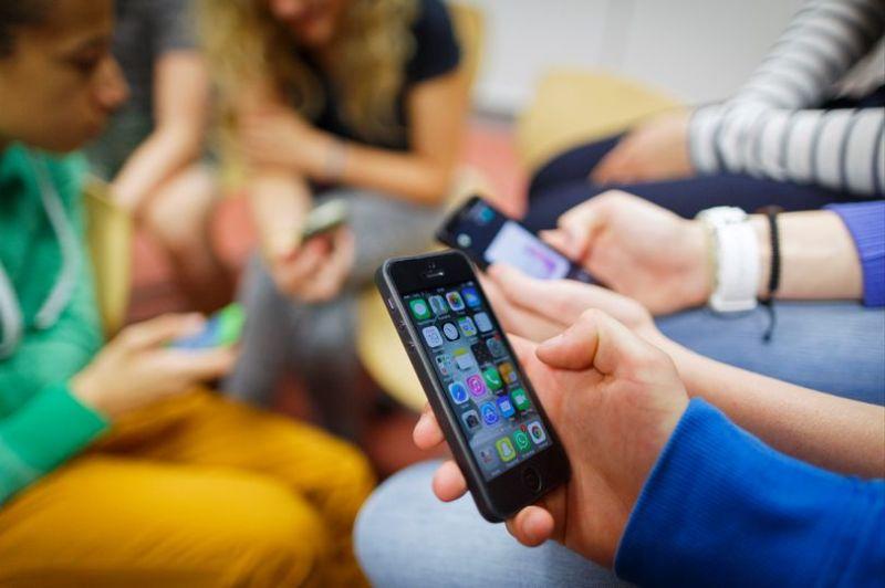 cấm sử dụng điện thoại trong lớp học
