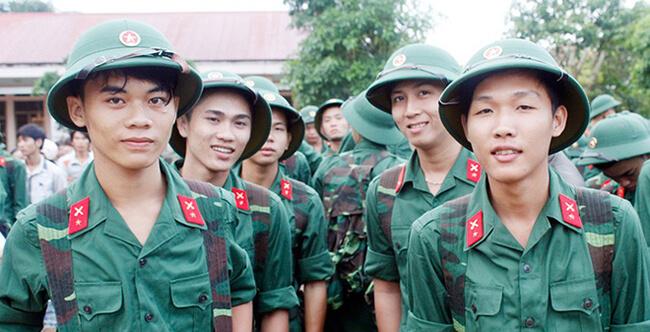 Sinh viên đang học liên thông có được tạm hoãn nghĩa vụ quân sự không?