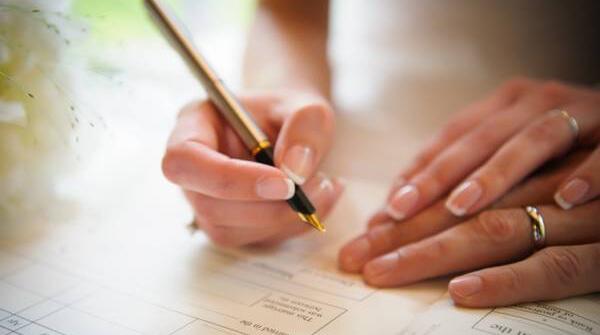 Có được ủy quyền việc đăng ký kết hôn cho chồng/ vợ không?