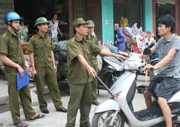 Công an phường, xã có được phép dừng xe xử phạt không?