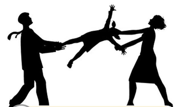 Sau ly hôn bố hay mẹ có quyền nuôi con dưới 3 tuổi?