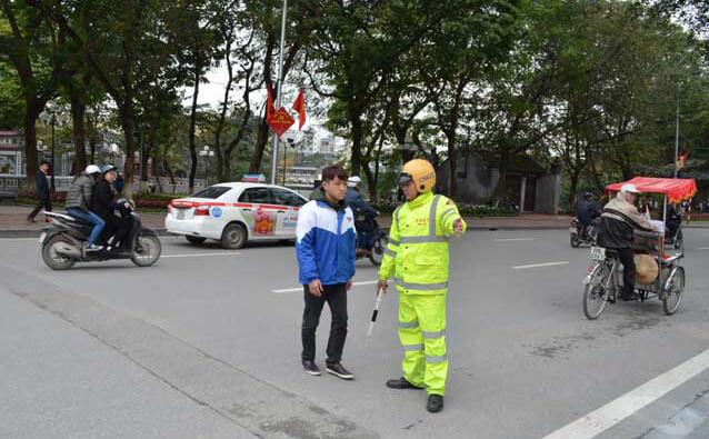 Người đi bộ vi phạm quy tắc giao thông sẽ bị xử lý hình sự