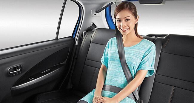 Người ngồi ghế sau ô tô không thắt dây an toàn bị phạt tiền